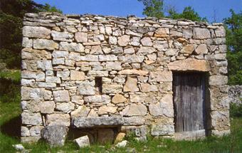 cabane et muret dans les Cévennes