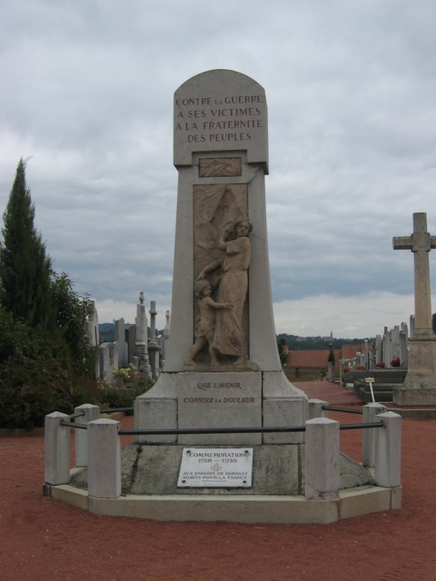 14-18 Monument aux Morts Dardilly - photo Annie Dhénin