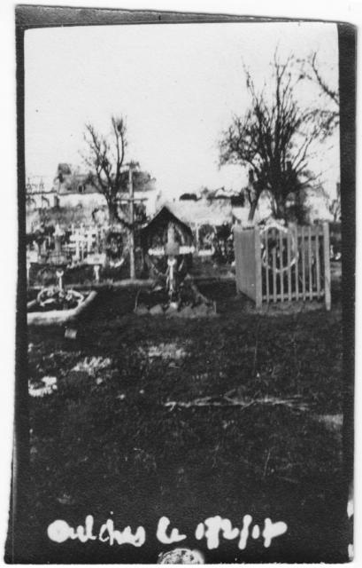 14-18 Oulches 2 cimetière - Archives Corsan-Dhénin